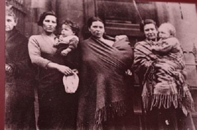 Как носили нас наши бабушки